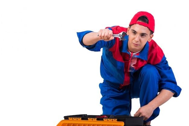 Reparador jovem com chave inglesa isolado no branco Foto Premium