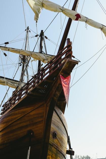 Réplica de veleiro do barco de santa maria, barco que descobriu a américa. Foto Premium