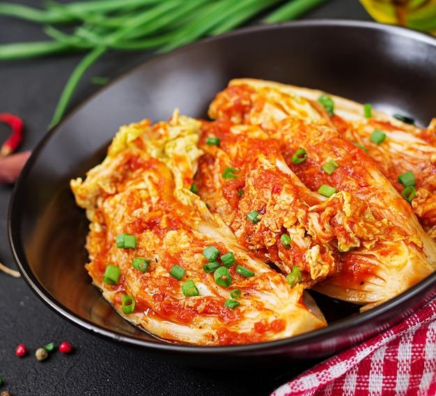 Repolho chinês. repolho kimchi. comida tradicional coreana Foto gratuita