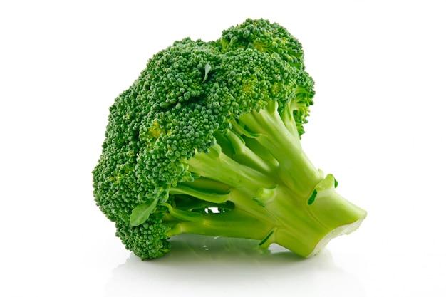 Repolho maduro de brócolis isolado no branco Foto Premium
