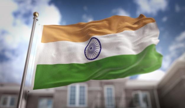 Representação 3d da bandeira da índia no fundo do edifício do céu azul Foto Premium