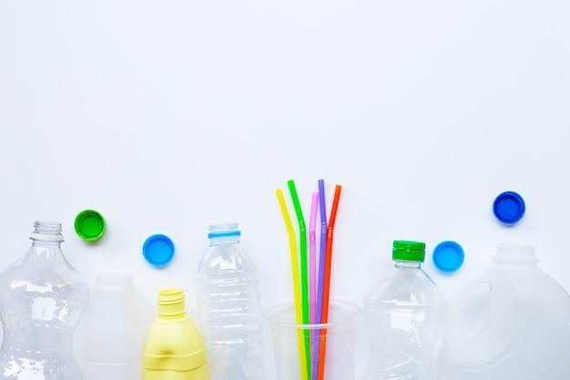 Resíduos de plástico em branco. Foto Premium