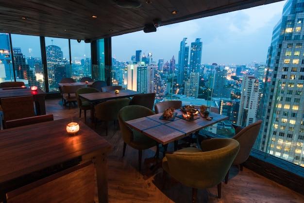 Restaurante da skyline em banguecoque tailândia Foto Premium