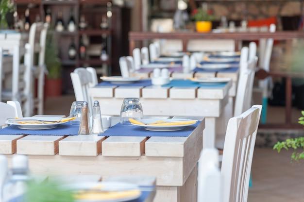 Restaurante em uma vila de santorini Foto Premium