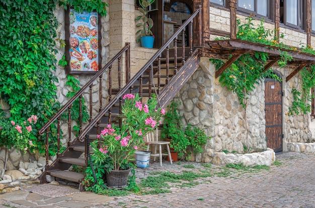 Restaurantes à beira-mar em nessebar, bulgária Foto Premium