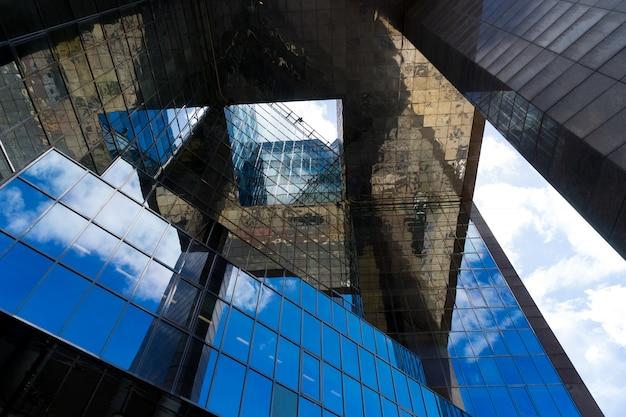 Resumo de edifício de escritórios de negócios em londres Foto Premium