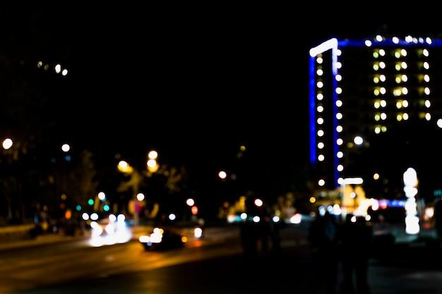 Resumo desfocar a imagem da estrada no período nocturno com bokeh Foto gratuita