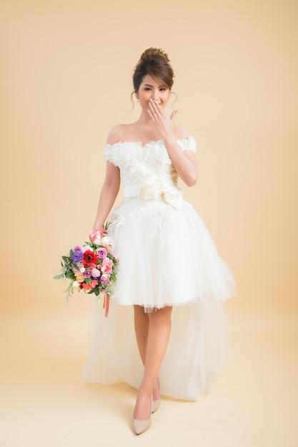 Retrato asiático bonito da noiva Foto gratuita