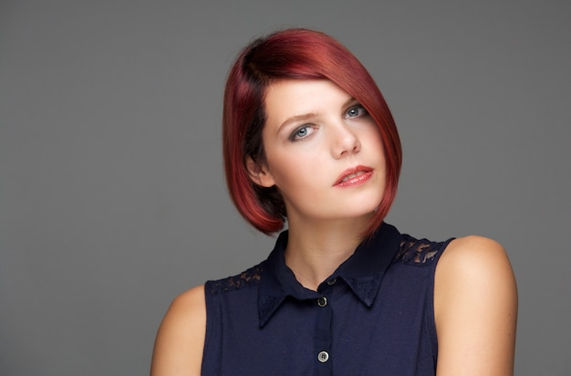 Retrato da beleza de um modelo de moda feminina Foto Premium