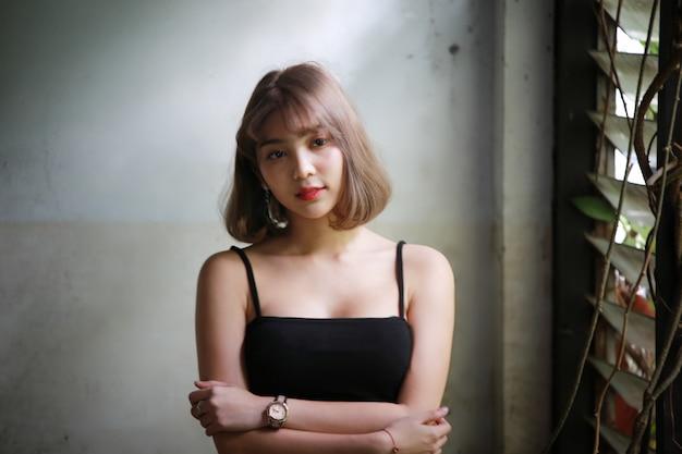 Retrato da mulher asiática bonita Foto Premium