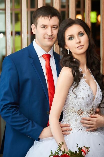 Retrato da noiva e do noivo antes do casamento. casal Foto Premium