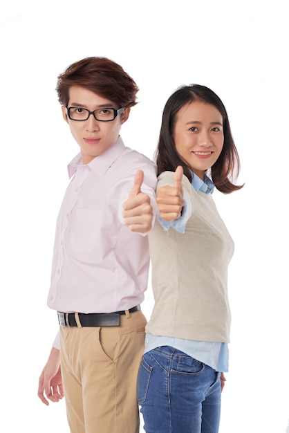 Retrato, de, asiático, menino menina, ficar, costas, costas, polegares Foto gratuita