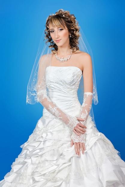 Retrato, de, bonito, feliz, noiva, em, um, vestido casamento Foto Premium