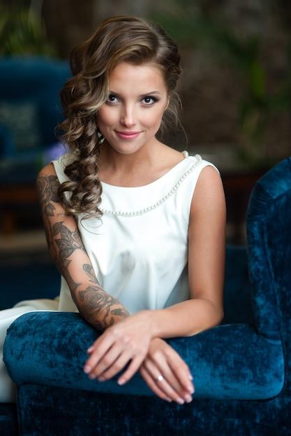 Retrato, de, bonito, noiva, com, um, tatuagem Foto Premium