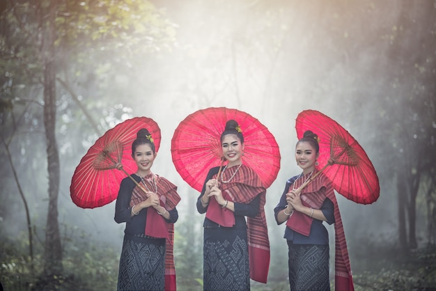 Retrato, de, bonito, tailandês, mulheres, em, phu-thai, tradicional, traje Foto Premium