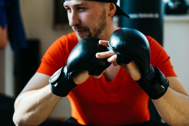 Retrato, de, boxer, em, a, ginásio Foto gratuita