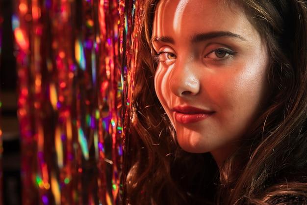 Retrato de close-up de uma linda garota Foto gratuita