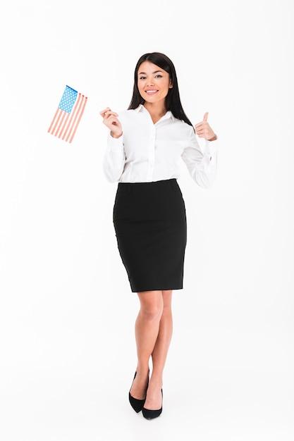 Retrato de corpo inteiro de uma empresária asiática confiante Foto gratuita