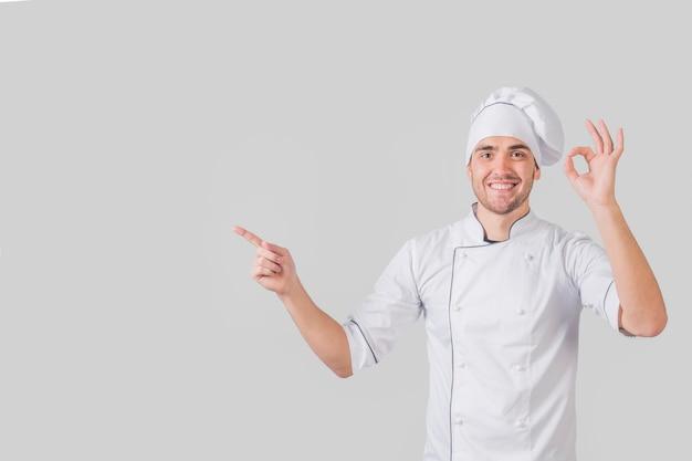 Retrato, de, cozinheiro, fazendo, gostosa, gesto Foto gratuita