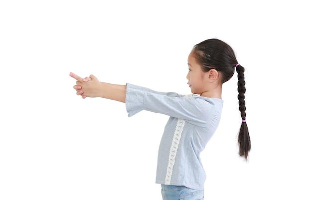 Retrato de criança asiática apontando o dedo para o lado Foto Premium