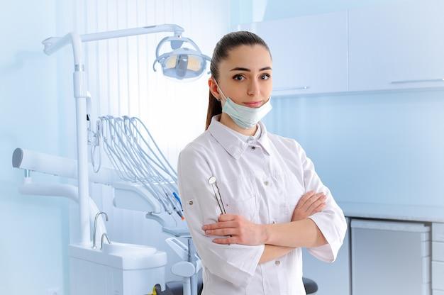 Retrato, de, dantist, em, dental, clínica Foto Premium