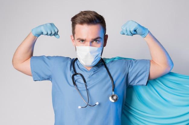Retrato, de, enfermeira, desgastar, capa, e, máscara Foto gratuita