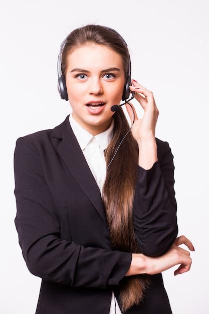 Retrato de feliz sorridente alegre suporte telefonista no fone de ouvido, isolado na parede branca Foto gratuita