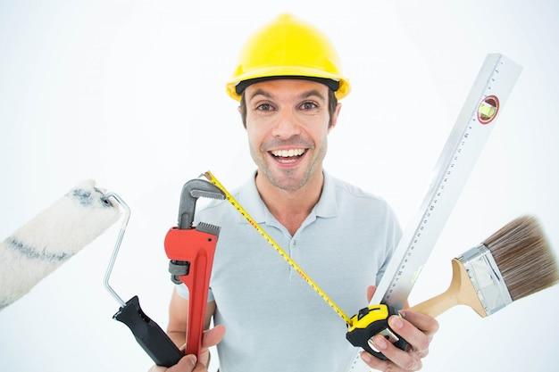 Retrato, de, feliz, trabalhador, segurando, vário, equipamento Foto Premium