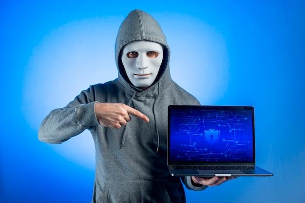 Retrato, de, hacker, com, máscara Foto gratuita