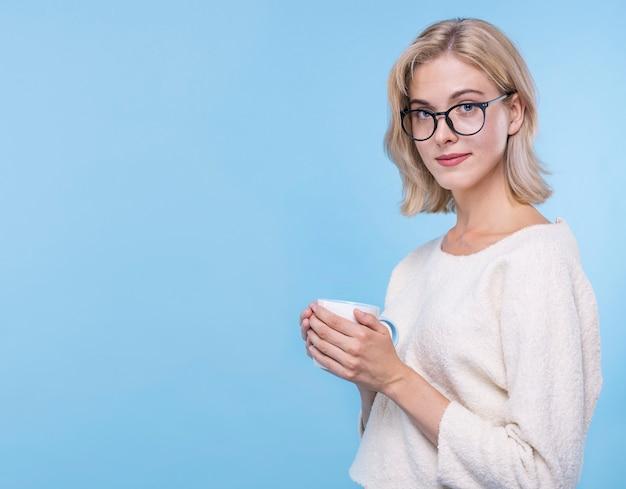 Retrato de jovem com óculos Foto gratuita