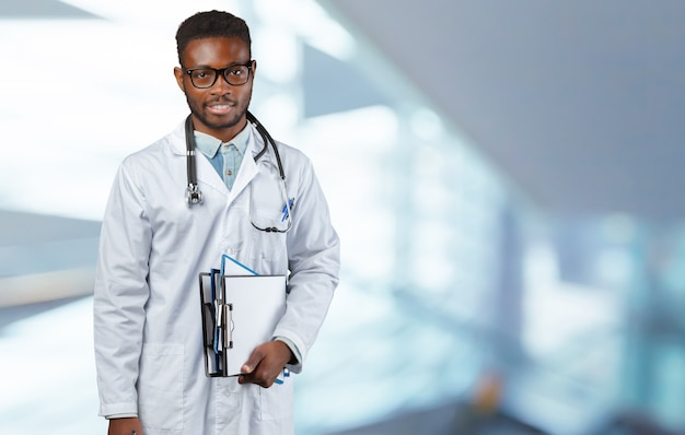 Retrato de médico africano Foto Premium