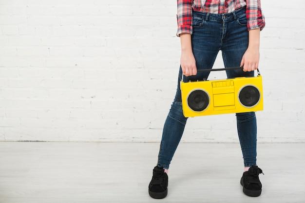 Retrato, de, menina adolescente, com, música, conceito Foto gratuita