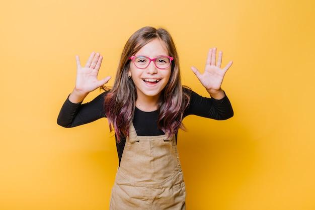 Retrato de menina feliz Foto gratuita