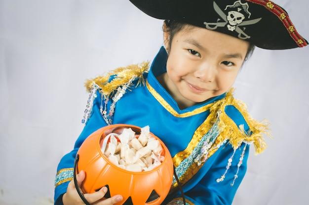 Retrato, de, menininha, em, pirata Foto Premium