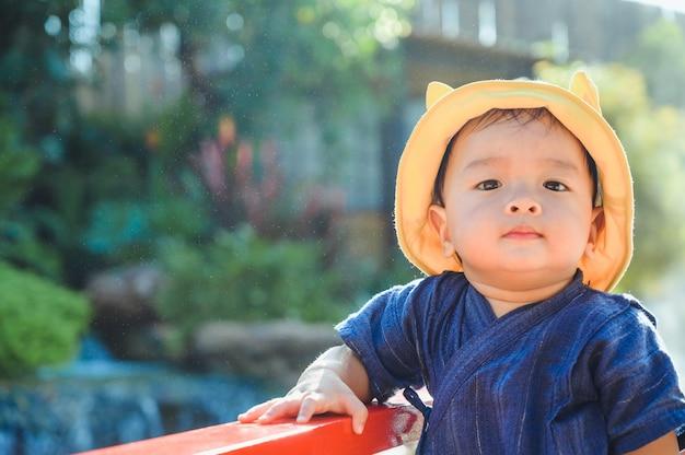 Retrato de menino asiático, rosto de criança asiática, menino sorrindo Foto Premium