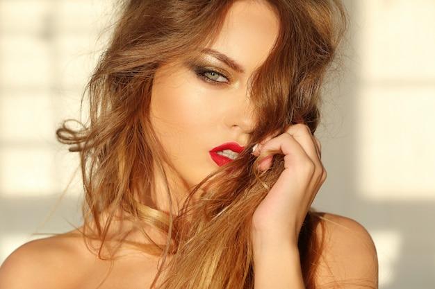 Retrato de mulher bonita Foto gratuita