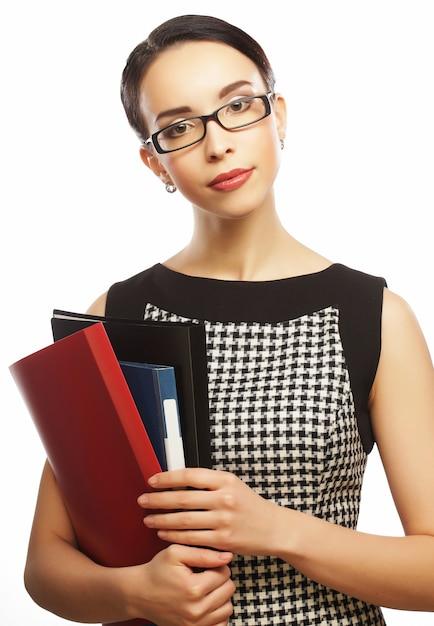 Retrato de mulher de negócios jovem feliz com pastas Foto Premium