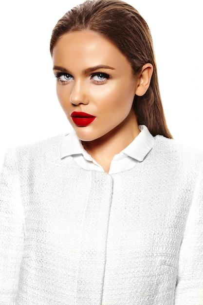 Retrato de mulher jovem e bonita elegante Foto gratuita