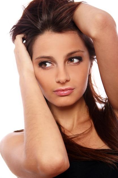 Retrato de mulher jovem e bonita Foto gratuita