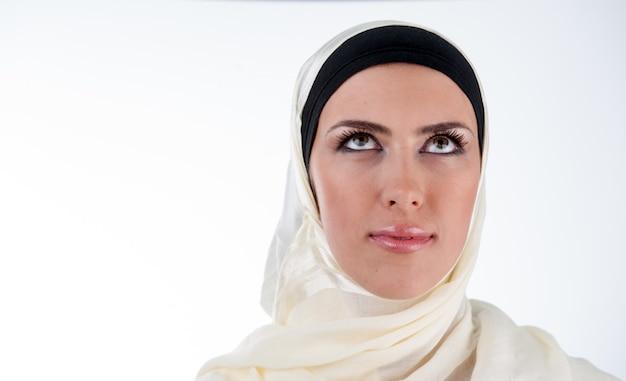 Retrato de mulher muçulmana Foto Premium