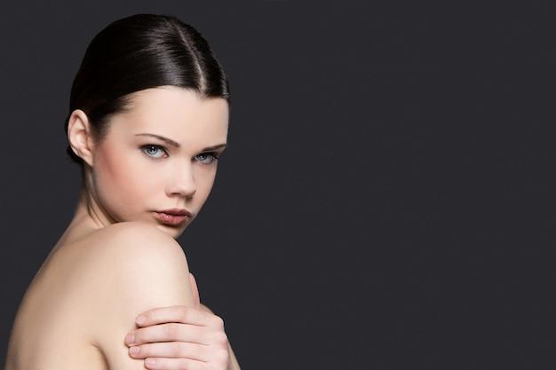 Retrato de mulher nua para o conceito de skincare Foto gratuita