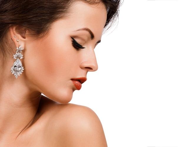 Retrato de perfil de mulher de moda. Foto Premium