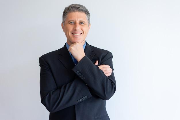 Retrato, de, positivo, confiante, homem negócios Foto gratuita