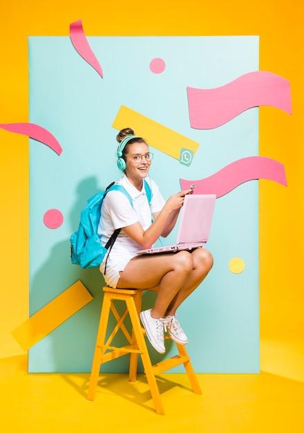 Retrato, de, schoolgirl, ligado, um, memphis, fundo Foto gratuita