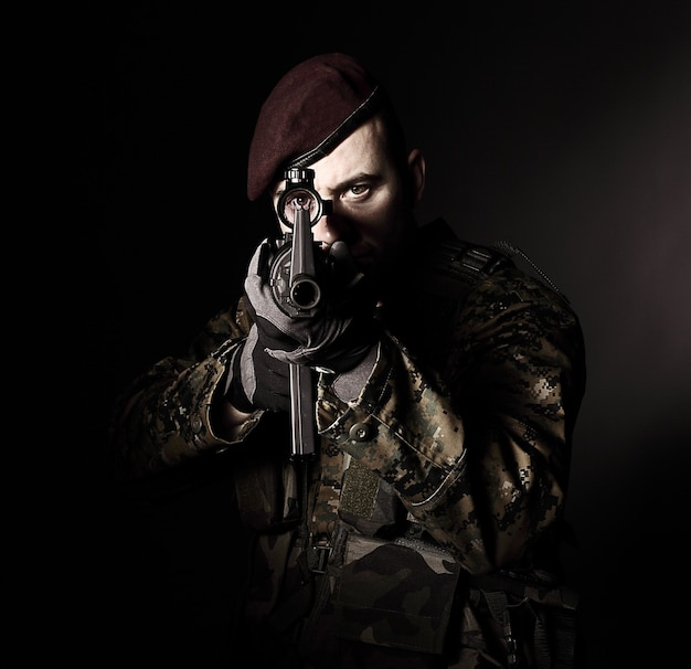 Retrato de soldado pára-quedista Foto Premium
