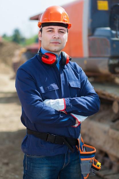 Retrato, de, trabalhador, em, um, local construção Foto Premium