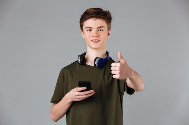 Retrato de um adolescente alegre Foto gratuita