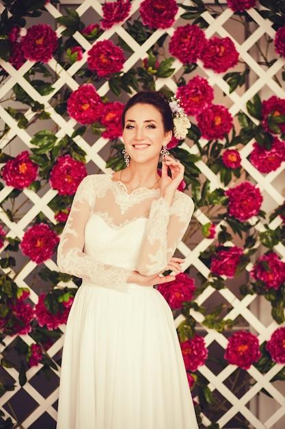 Retrato, de, um, cute, noiva, em, um, vestido casamento Foto Premium
