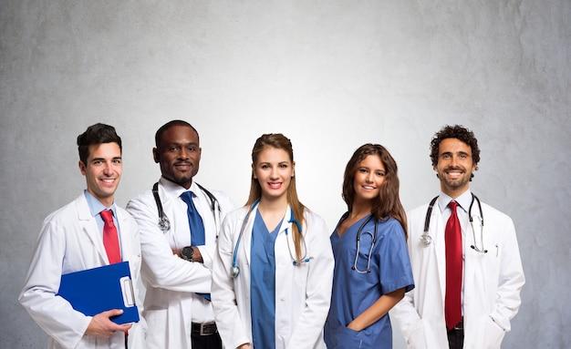 Retrato, de, um, grupo, de, sorrindo, doutores Foto Premium
