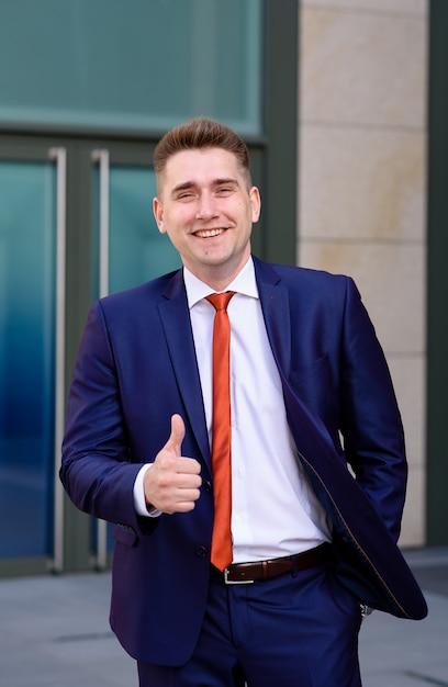 Retrato de um homem de negócios bem sucedido. Foto Premium